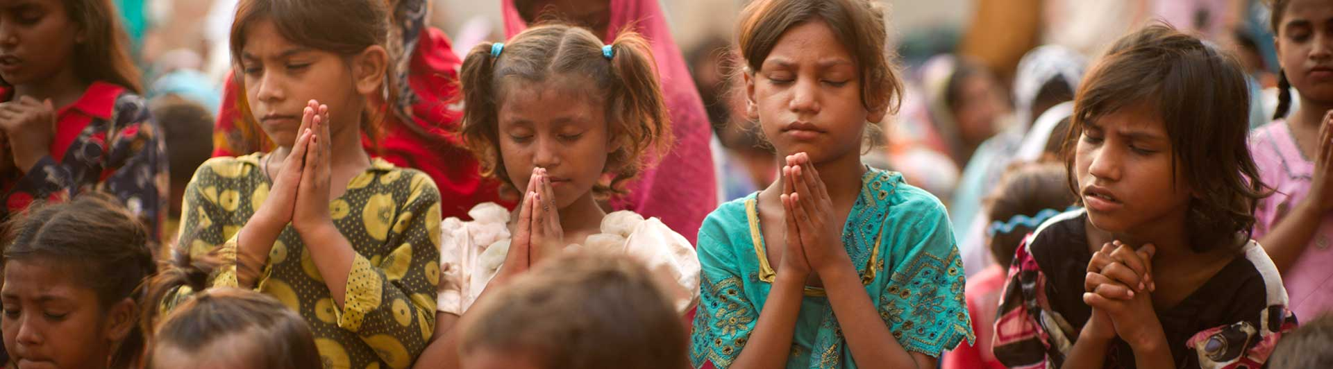 shutterstock_children-praying